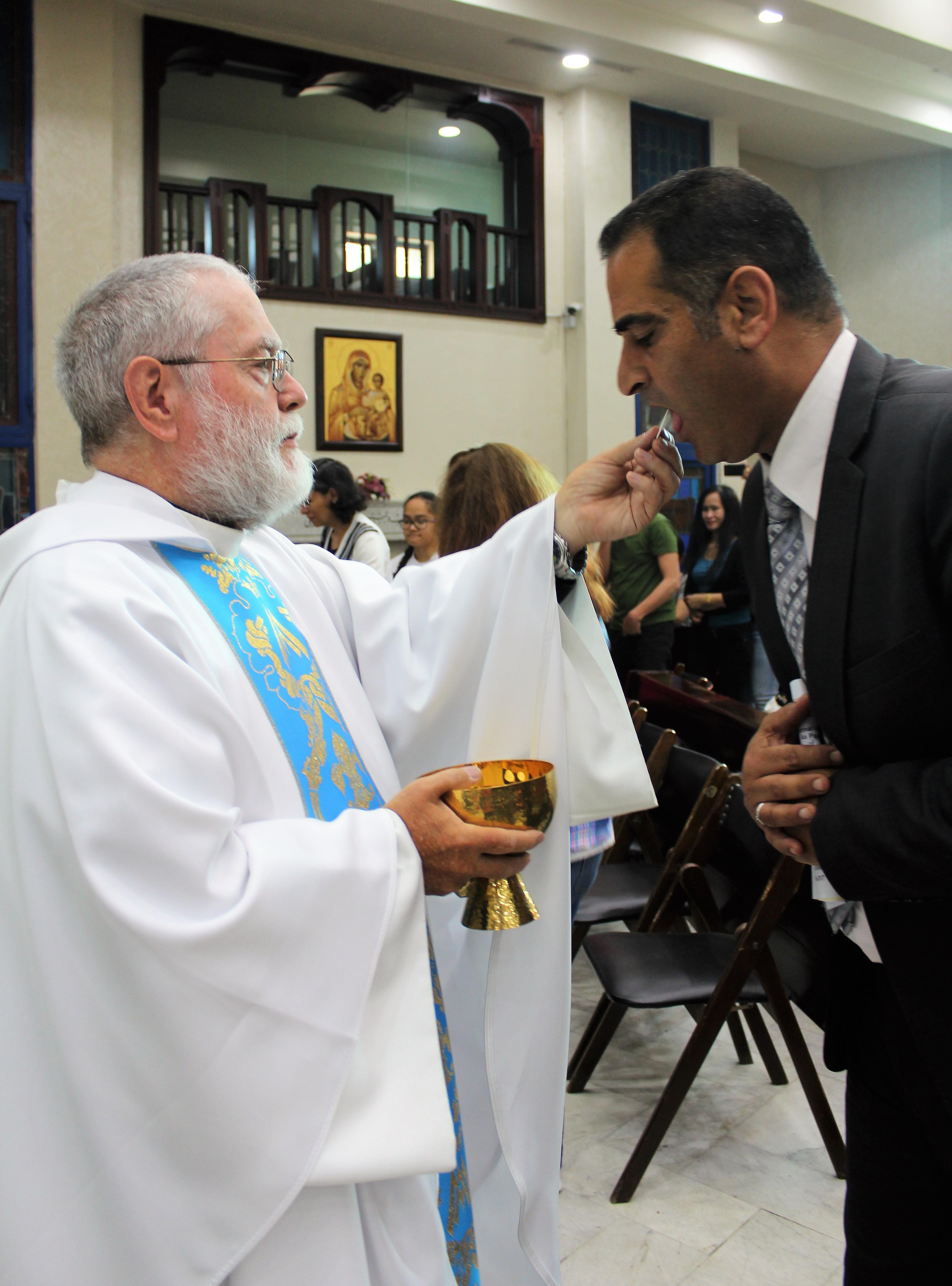 17-raed-communion